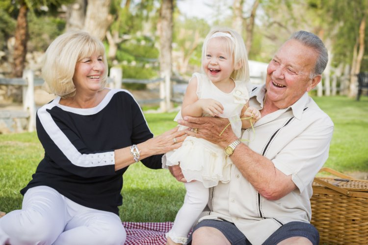 Activities to Do Together When Visiting Loved Ones in Assisted Living Communities